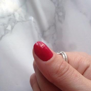 Mani Marker de L'Oréal Paris (401 Red) - Pouce (avant top-coat)