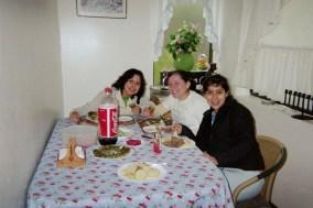 host sisters Daniella and Valentina