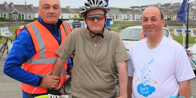 John Cusack, Ian's father and organiser of the Ian's Trust To The Moon and Back cycle and run at Kilkee last Saturday, John Galvin, The Clare Champion and Gerry O'Brien, Hyundai Limerick (sponsors) awaiting the start of the 60 km cycle to Loop Head and back in aid of children with acquired brain injuries. Pic Munsterimages.ie