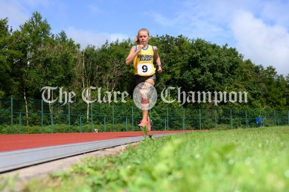 Louise O'Mahony from Sixmilebridge-Kilmurry competing in the Girls U16 1500m event. Photography by Eugene McCafferty