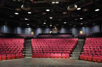 retractable_stage_seating_school_theatre