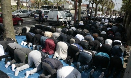 France: As Many Muslims as Practising Catholics Among 18-29 Year-Olds