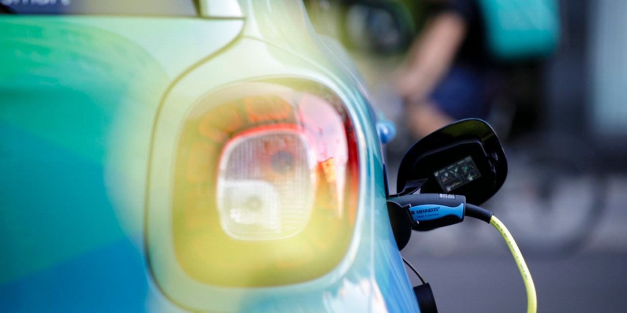 Illinois considering charging $1K fee for electric vehicles