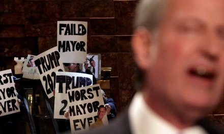 Hecklers harass NYC Mayor Bill de Blasio in Trump Tower lobby while he tries to promote his Green New Deal