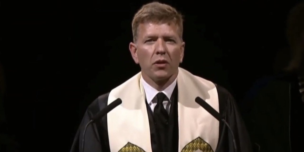 Left-wing pastor denounces 'straight white men' during Christian college commencement prayer — and gets cheers from crowd