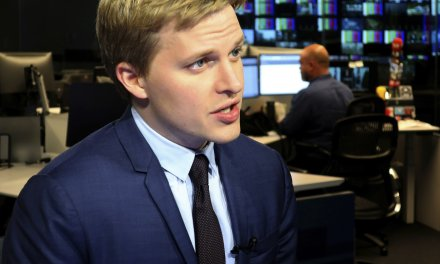 Ronan Farrow looks at media crowd and says he sees liars