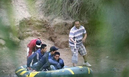 Feds Arrest Human Smuggler with 22 Migrants in Texas Border River