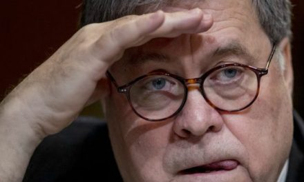 House Oversight Committee Votes to Hold Barr and Ross in Contempt
