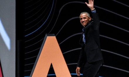 Obama trashes US gun laws in Brazil, claims Americans out buying up machine guns without 'any regulation'