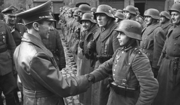 Illustrative picture of Goebbels giving a Hitler Youth member a medal for military success. (Photo: Wikimedia Commons)
