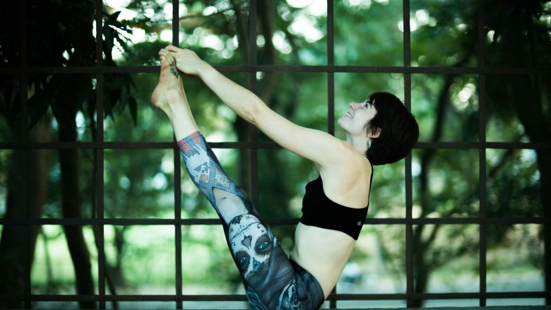 Ubhaya Padangustasana wearing Werkshop Dark Sugar leggings in India