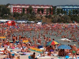 Look at the all the girls on this Black sea Romanian beach