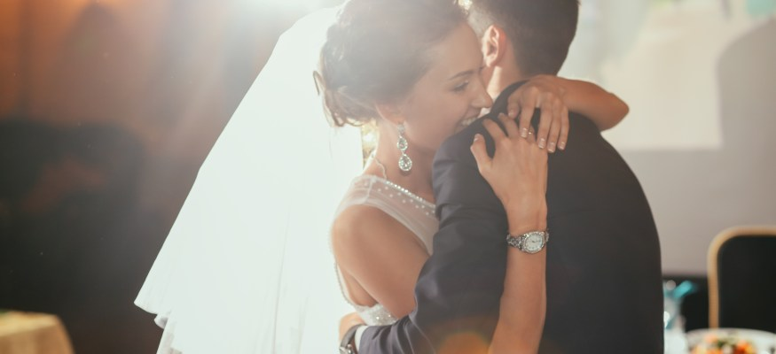 Does a glitzy wedding make the marriage?