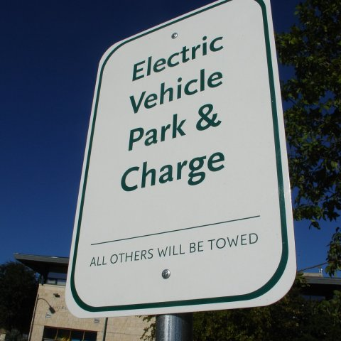 Fast charging for electric cars rolls out
