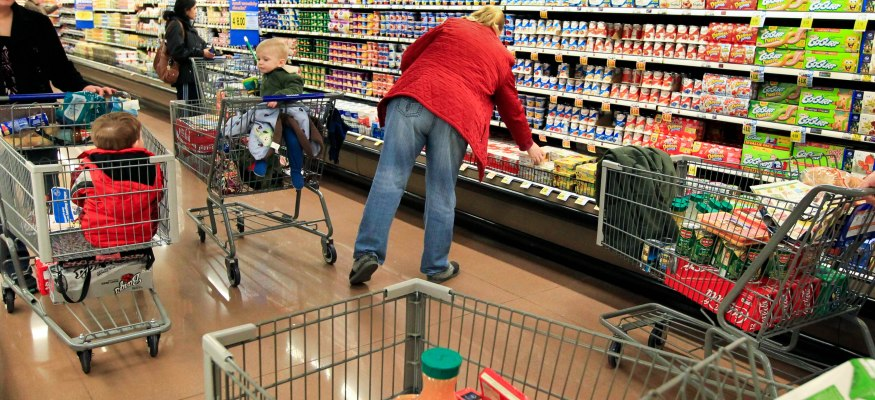 Kroger's next turnaround strategy: Hire 11,000 workers and boost wages