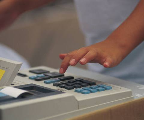 Supermarket Clerk Foils IRS Back Taxes Scam