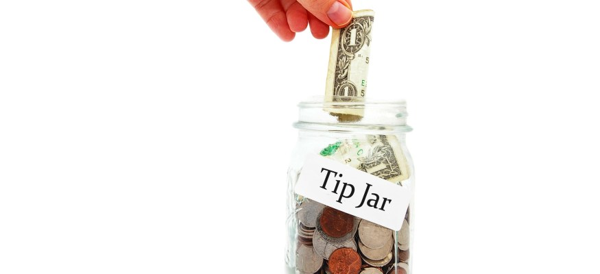 How much should you tip for counter service?