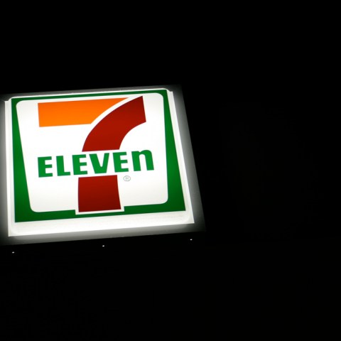 Soldier denied service at 7-Eleven after clerk sees his military ID