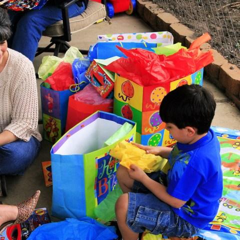 9 ways to save money on kiddie birthday presents