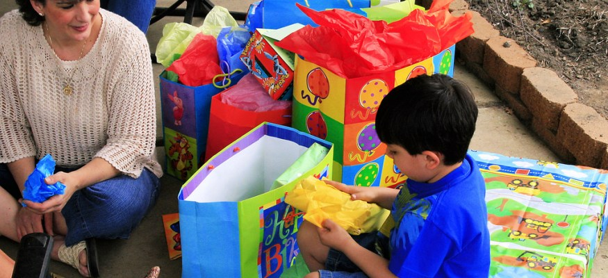 9 ways to save money on kiddie birthday presents