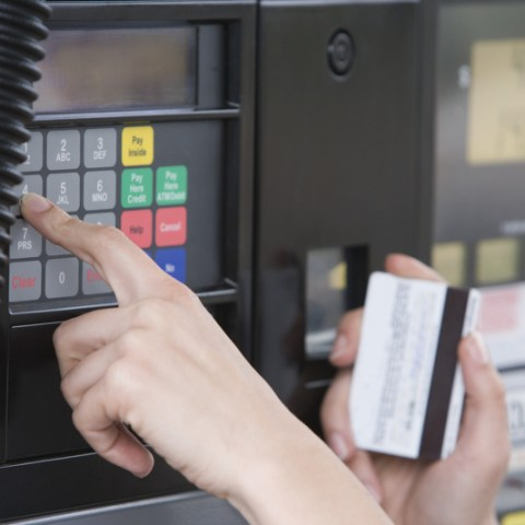 2 reasons to never use a debit card at a gas station