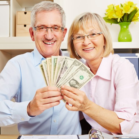 9 retirement-friendly freebies that can save you big bucks
