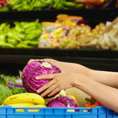 6 ways to eat healthy for less