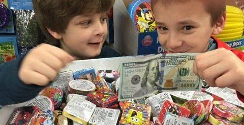 Stranger hiding $100 bills in small town; people using money to help others