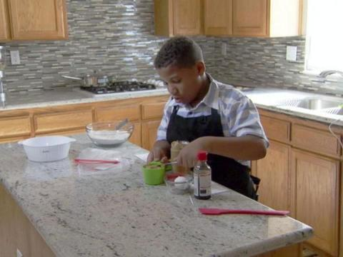 8-year-old opens bakery in hopes of buying his mom a new house