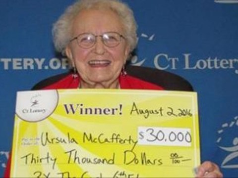 95-year-old wins lottery, buys her first smartphone