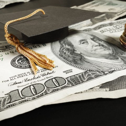 9 ways college students can live on the cheap