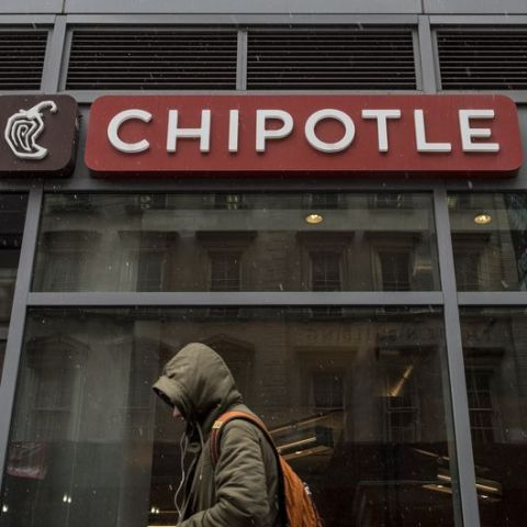 Chipotle offering freebies to win back customers