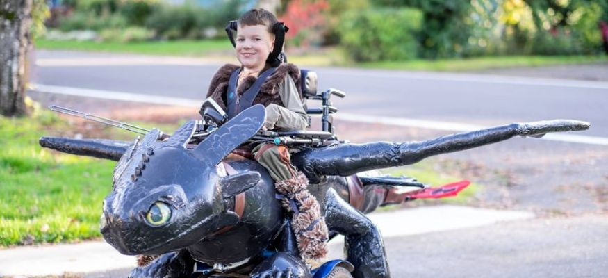 Oregon family creates Halloween costumes for kids in wheelchairs