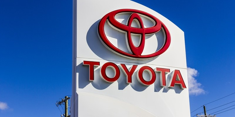 Defective brakes prompt Toyota to recall 340,000 cars
