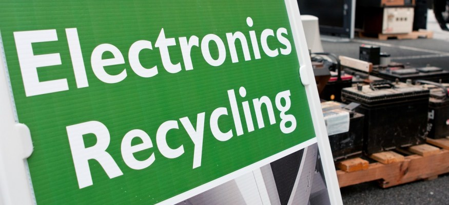 These 16 Stores Will Reward You For Recycling Old Phones