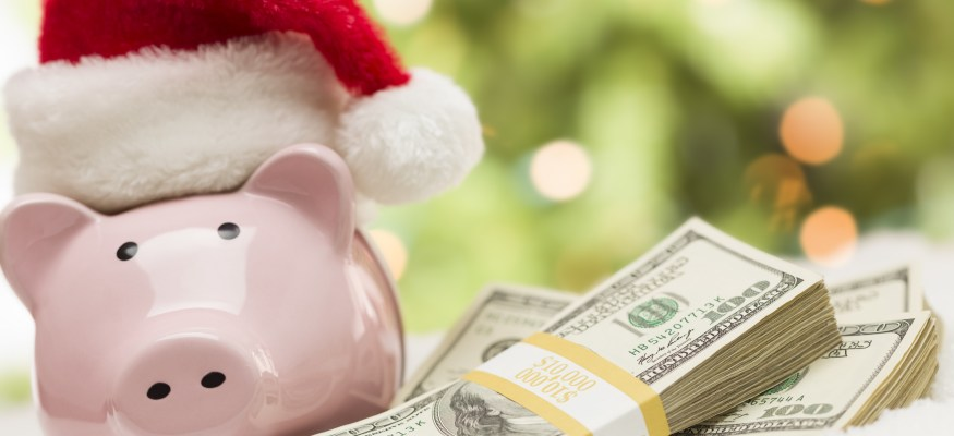 10 ideas to help you save money on the holidays