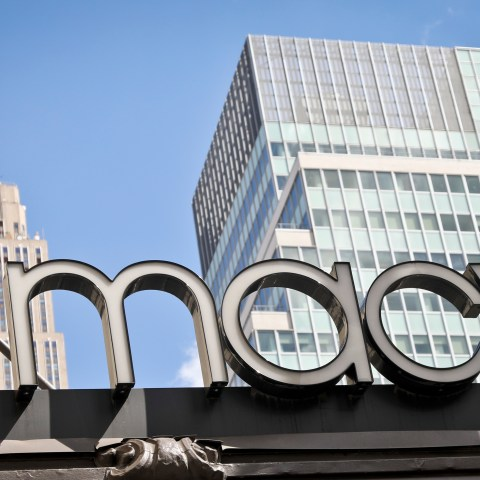 7 easy ways to maximize your savings at Macy's