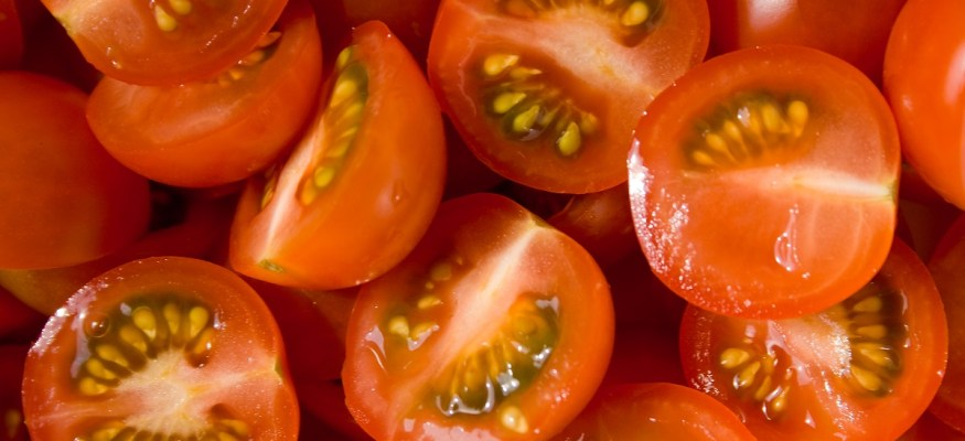 You've probably been cutting tomatoes wrong! Here's a better way