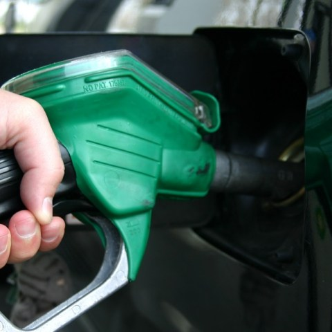 Report: Gas prices to drop just in time for summertime
