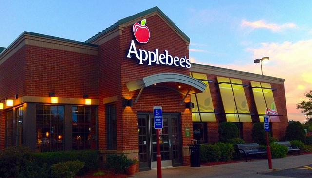 5 of America's favorite restaurant chains are desperate for customers