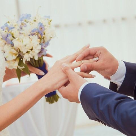 8 ways to avoid surprise wedding costs