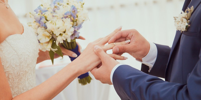 8 ways to avoid surprise wedding costs