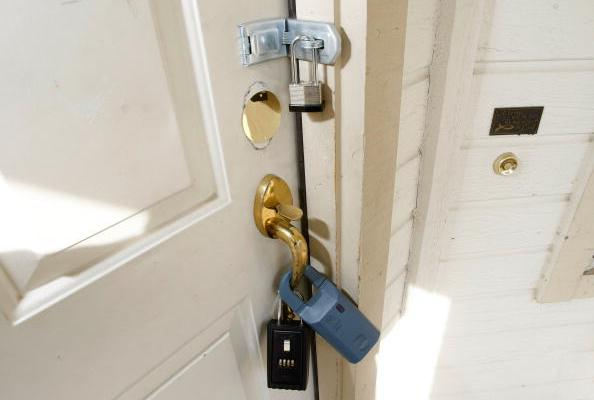 VIDEO: How to open a door that's locked from the inside — without a key