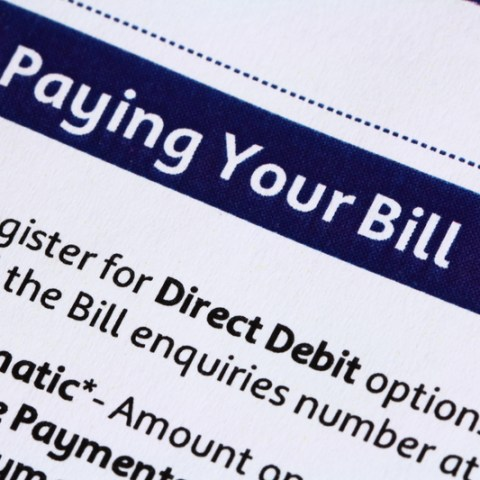 Automatic bill pay warning | How it works, dangers to avoid & the safest way to set it up