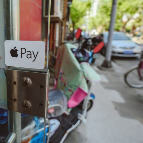 How I learned to quit worrying and embrace Apple Pay