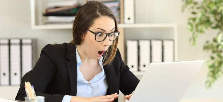 employee reading email