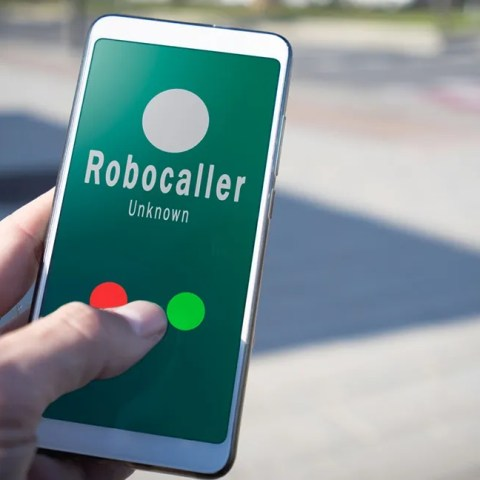 Robocall review: Phone in hand