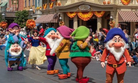 snow white and dwarves