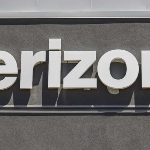 The new Verizon credit card will only be available to wireless customers.