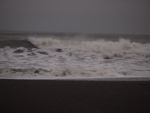 storm-watching-grays-harbor-Waves-and-storm-clouds